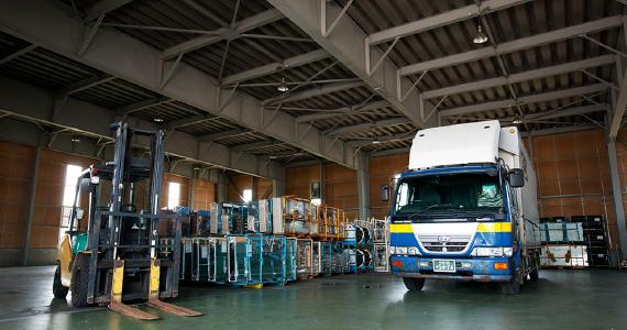 飛越運送:倉庫業務